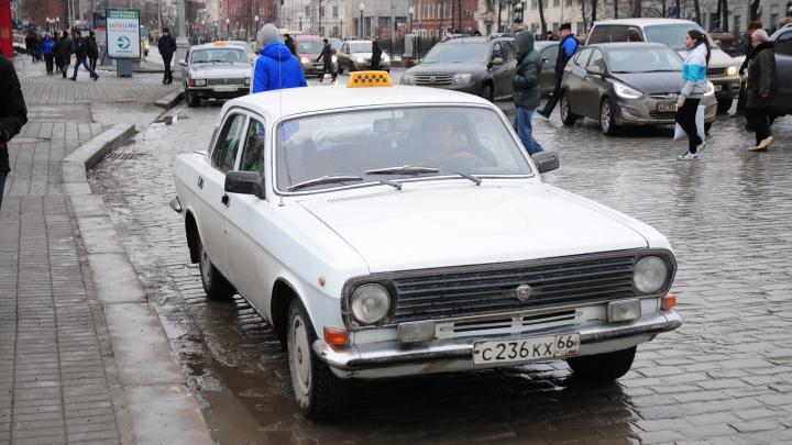 «Такси в городе встанет и подорожает в пять раз»: перевозчики — о последствиях новых COVID-ограничений