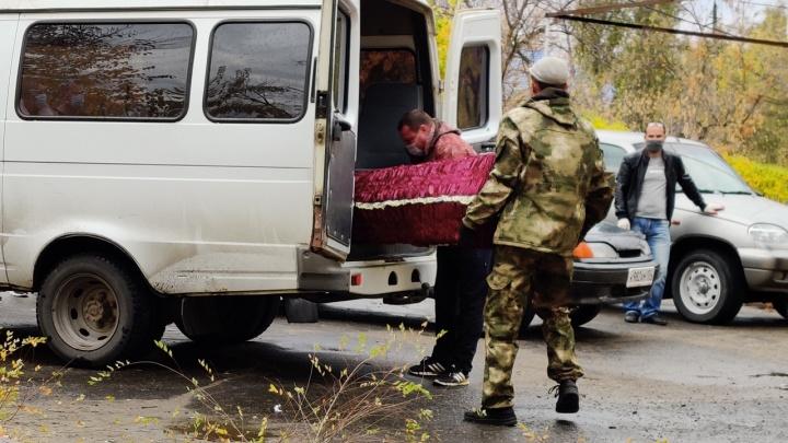 В Волгограде и области умерло около 1500 пациентов с коронавирусом