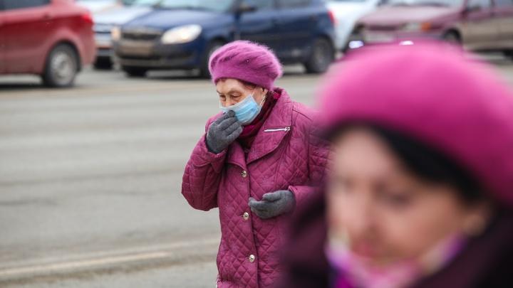 В Омске закрывают всё, кроме аптек и продуктовых, а пенсионерам запретили выходить из дома