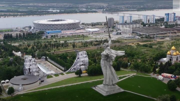 «Кипит, как муравейник»: показали с высоты концертную площадку на Мамаевом кургане Волгограда