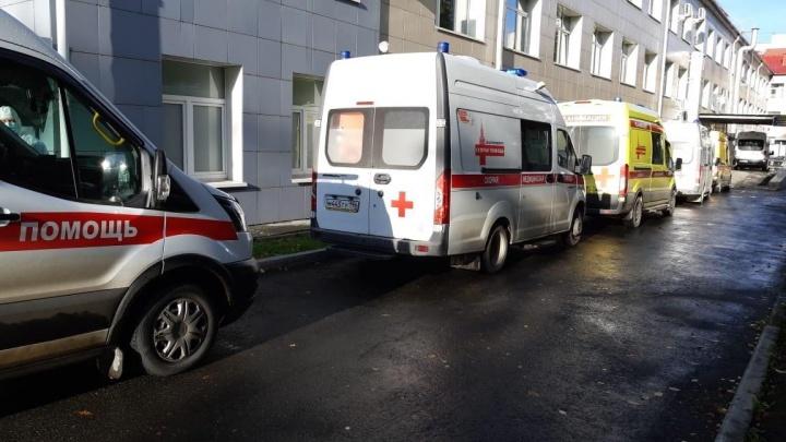 Свердловским больницам придется каждые три часа сообщать о числе свободных мест под COVID