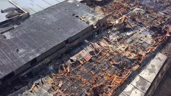 «Похоже на Чернобыль»: рассматриваем вблизи сгоревшие склады