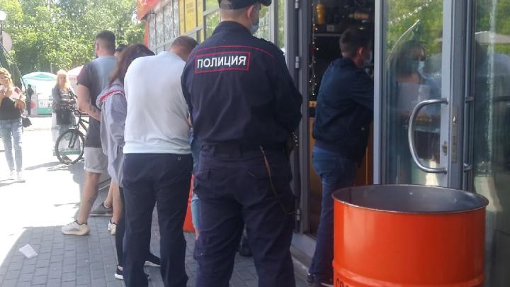 Власти назвали заведения ресторанного дворика, которым грозят штрафы, — их проверяли четыре дня после вечеринки