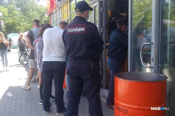 Последние 4 дня полиция и Роспотребнадзор проверяли заведения
