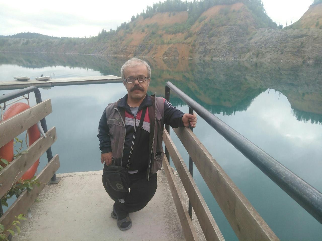 Алексей любит выбираться из родной Губахи поближе к красивым местам. Здесь он на Голубых озерах
