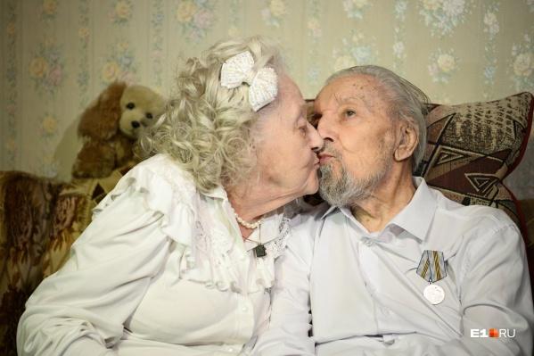 Пара супругов-долгожителей вместе уже 72 года