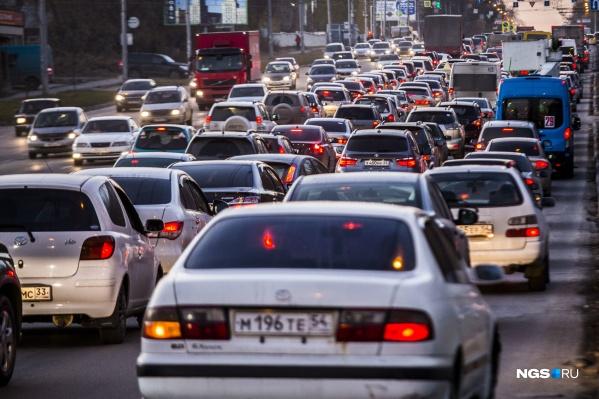 В пробках водители проводят по 40 минут