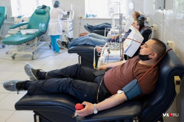 Для изготовления одной дозы препарата берется кровь двух доноров