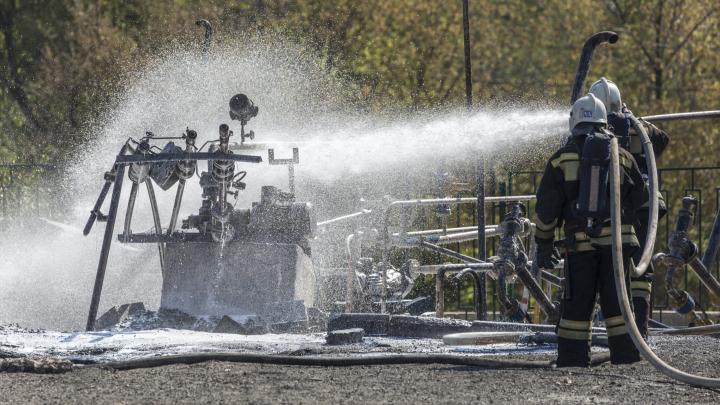 В Волгограде взорвалась АЗС: МЧС вторые сутки работает на месте взрыва