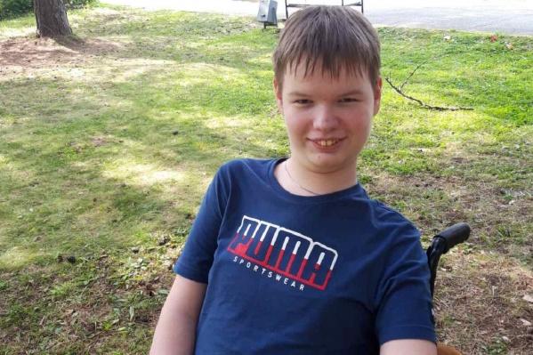 16-летний Миша теперь получает «Спинразу» — жизненно важный для него препарат