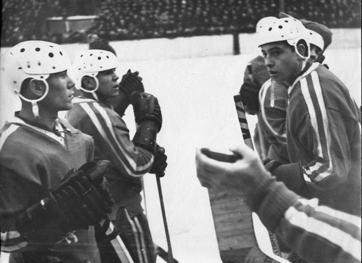 Шлемы постепенно становятся частью хоккея в СССР