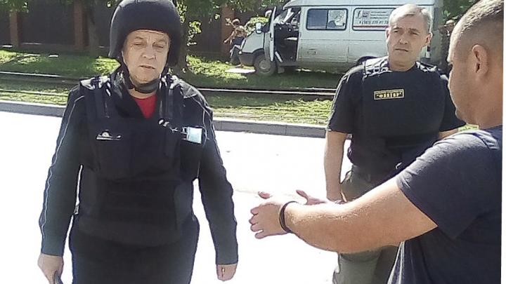 Требовал вызвать такси и угрожал пистолетом: пьяный покупатель напал на продавщицу в Новосибирске