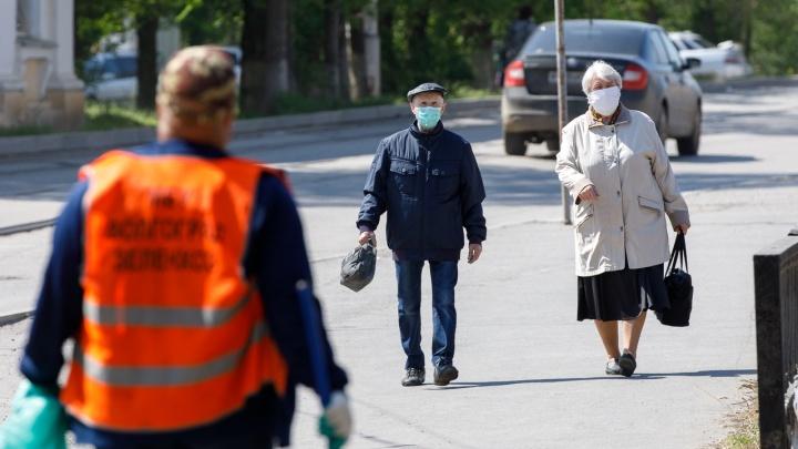 Работающих пенсионеров в Челябинской области до осени оставили на больничном из-за коронавируса