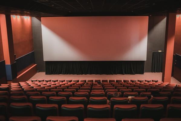 Проблемы начались в кинотеатре еще в марте. Надежда оставалась на помощь государства