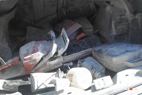 Водитель успел только завести машину, как в багажнике произошел взрыв