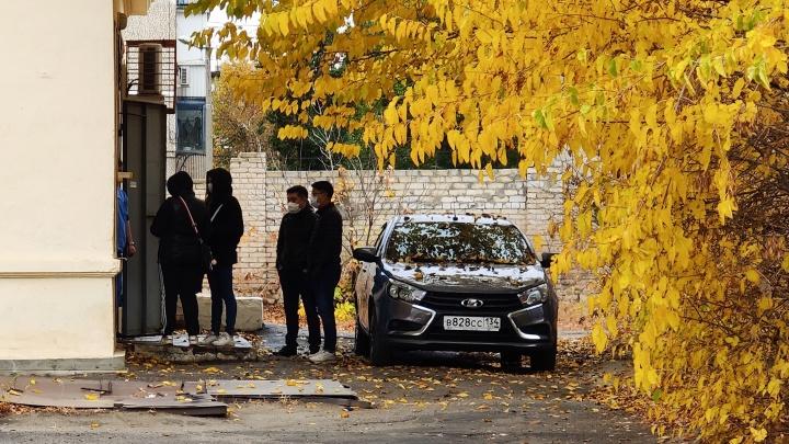 Трех пенсионеров и одного молодого мужчину назвали жертвами ковида в Волгограде и области