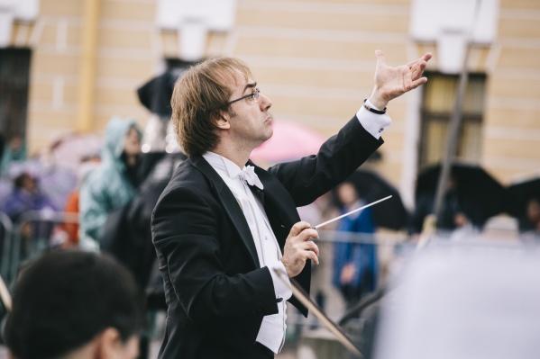 Дирижировать симфоническим оркестром «Северная Симфония» будет всемирно известный Фабио Мастранджело