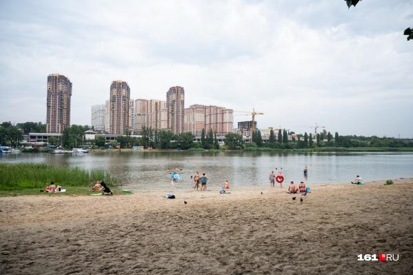 На Зеленом острове есть действующий легальный пляж