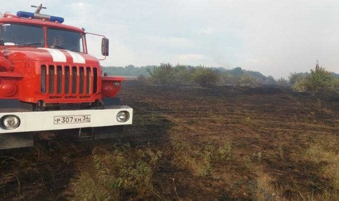 Пробка в пять километров: из-за степного пожара остановлено движение на трассе Волгоград — Сызрань