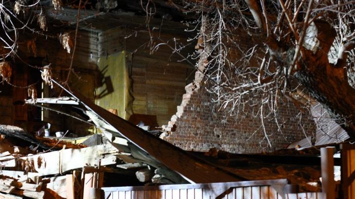 В Самаре стена одного дома рухнула на другой: под завалами искали двух женщин