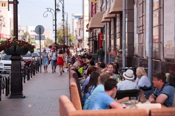 Веранды появились по всему городу. Что думают о них тюменцы?