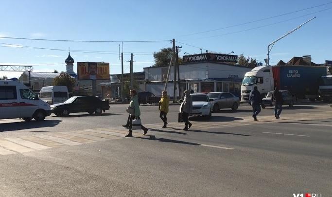 «Кто додумался до такого?»: на загруженном перекрестке Второй Продольной убрали приоритет для пешеходов