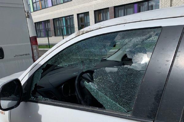 Охотники за регистраторами разбили три иномарки во дворе на Краснолесья