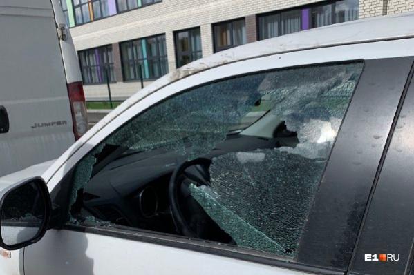 Из машин украли регистраторы