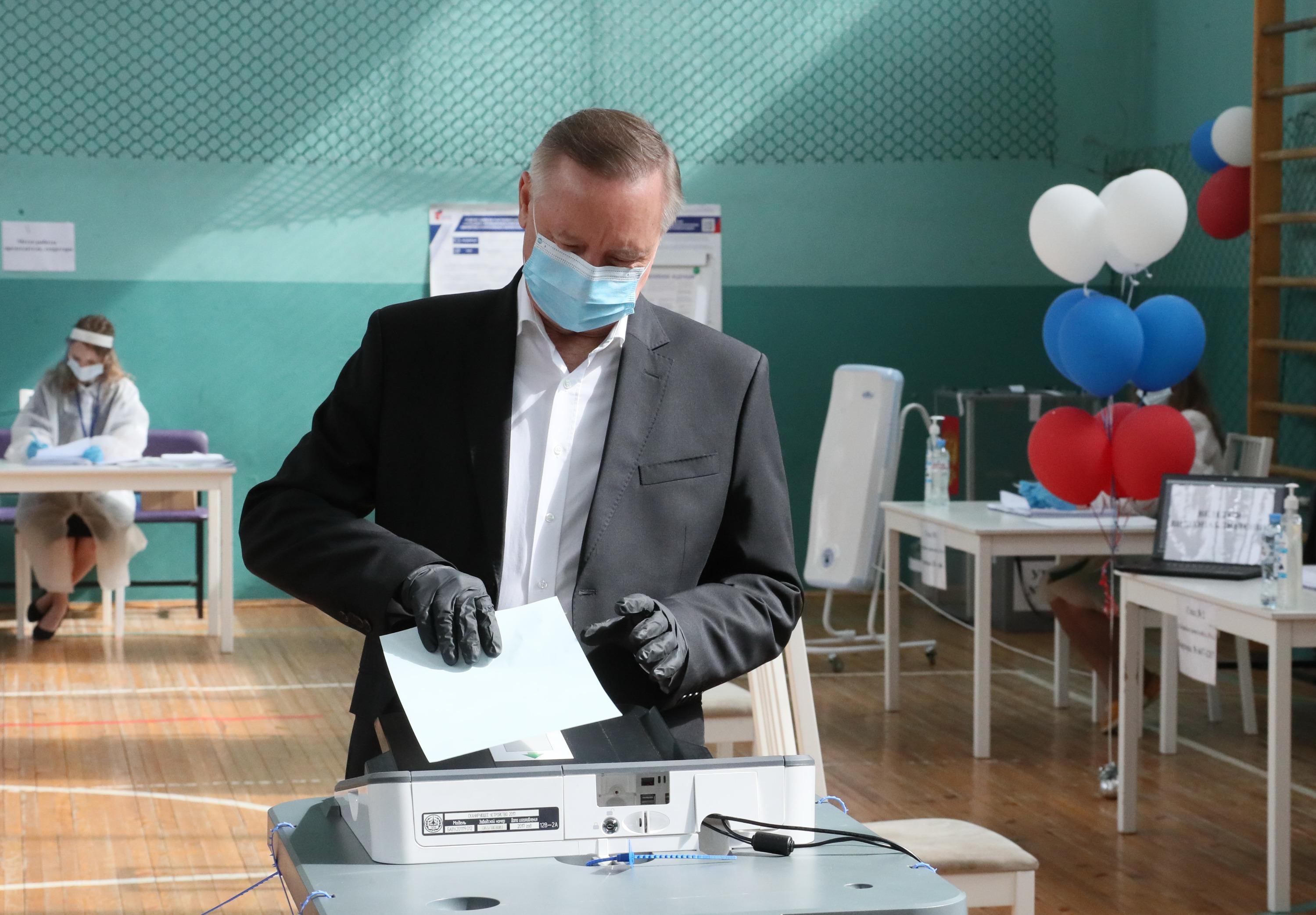 Александр Беглов голосует за поправки в Конституцию
