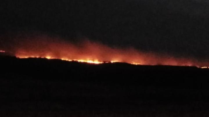 В Башкирии сняли на видео лесной пожар, который надвигался на город