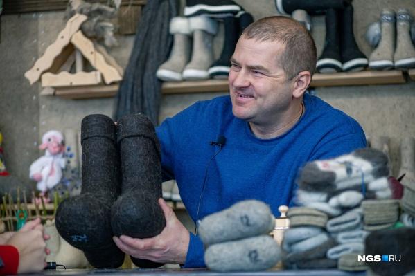 Иван Лапин 12 лет занимается пимокатным ремеслом, и всё это время он мечтал о создании музея