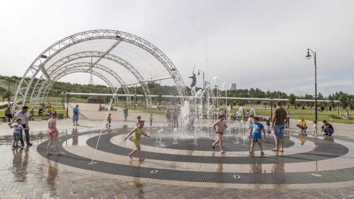 В скверах и на площадях Волгограда запустили фонтаны