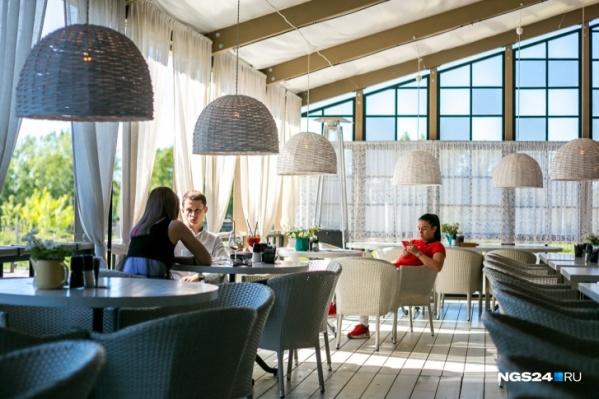 Всепогодные террасы в Красноярске имеют не более 20 ресторанов. Все остальные работают в убыток