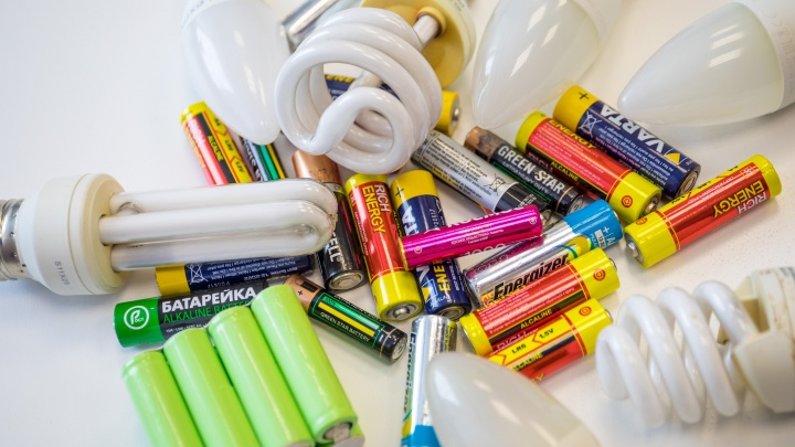 Куда сдать батарейки, лампочки, градусники, текстиль и пластик в Красноярске