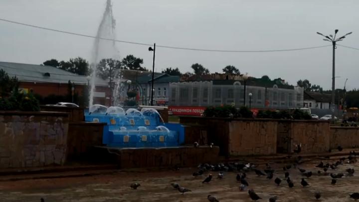 «Хотели? Получите!»: в Канске запустили неработающие фонтаны с 10-метровой струей