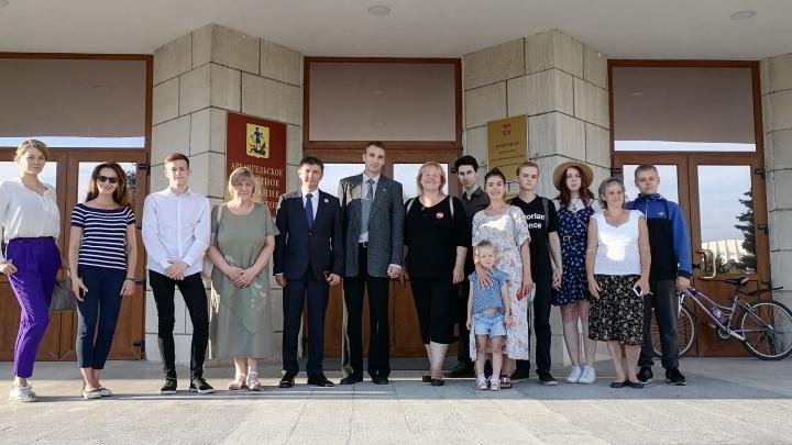Не допущенный до выборов губернатора кандидат Олег Мандрыкин оспорит решение избиркома в суде