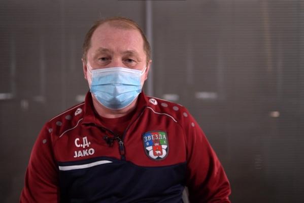 Сергей Долгомиров советует выпивать 300 мл воды натощак. Даже до чистки зубов