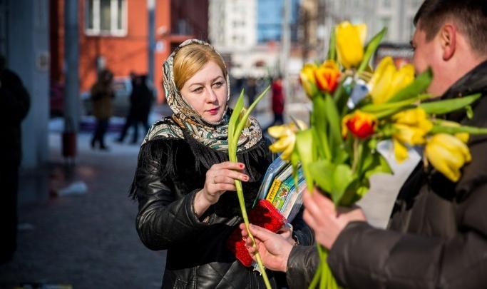 Битва букетов: какие цветы на 8 Марта подарили жительницам Новосибирска (в городе отметилась даже Ивлеева)