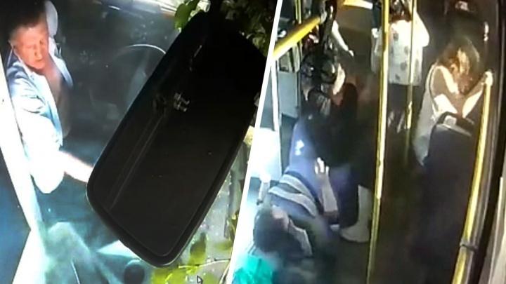 Водитель действительно вылетел с сиденья: видео из кабины автобуса, который разбился на Ленина