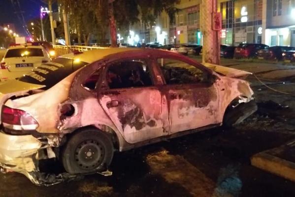 В тушении возгорания участвовали 2 единицы пожарной техники и 8 человек