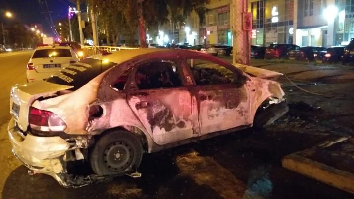 В ГИБДД рассказали, в каком состоянии был водитель загоревшегося такси в Новосибирске