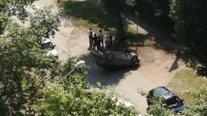 В Перми в ДТП перевернулась машина
