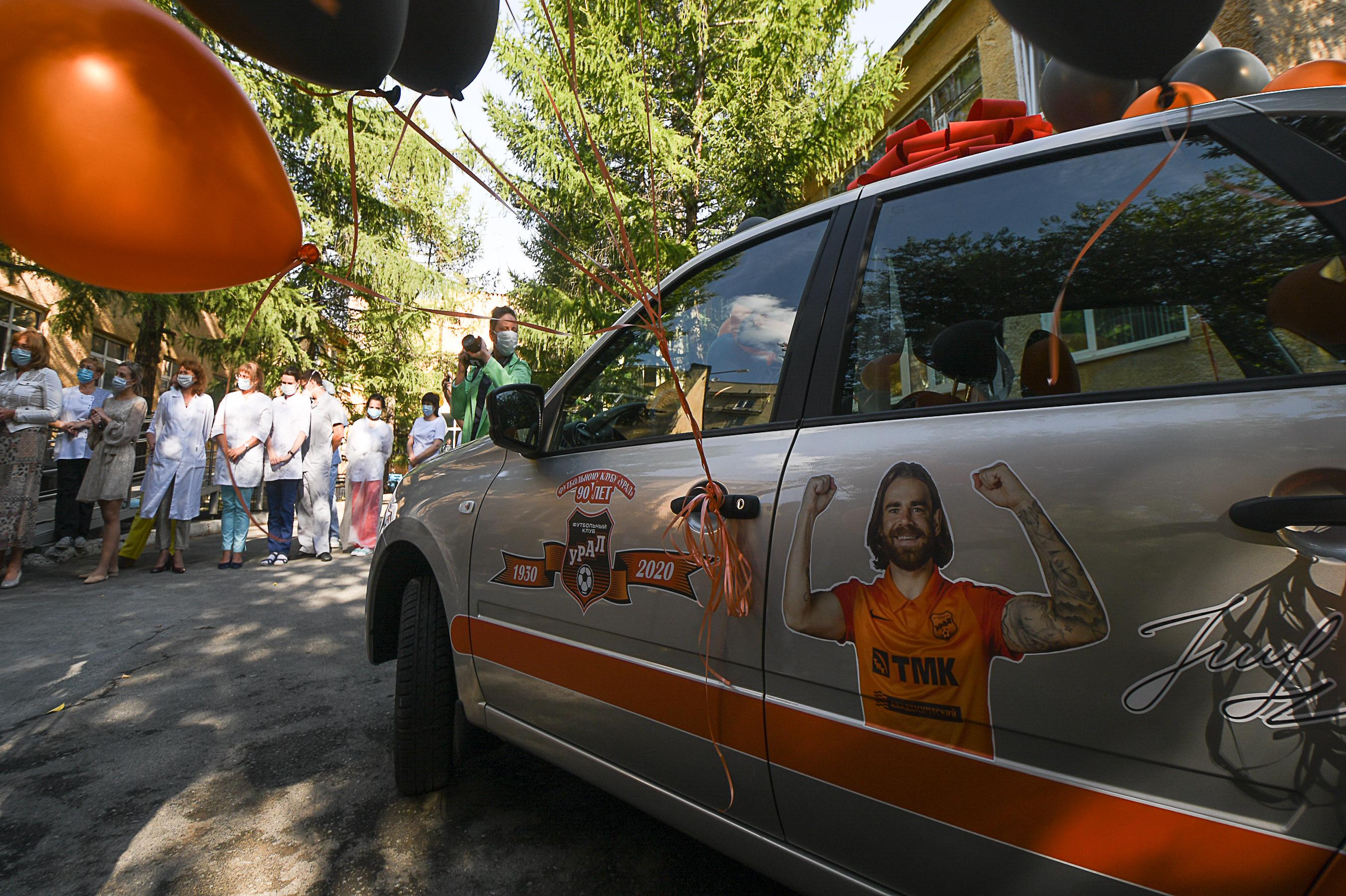 Этим летом футболист клуба «Урал» Эрик Бикфалви подарил одной из больниц Екатеринбурга автомобиль