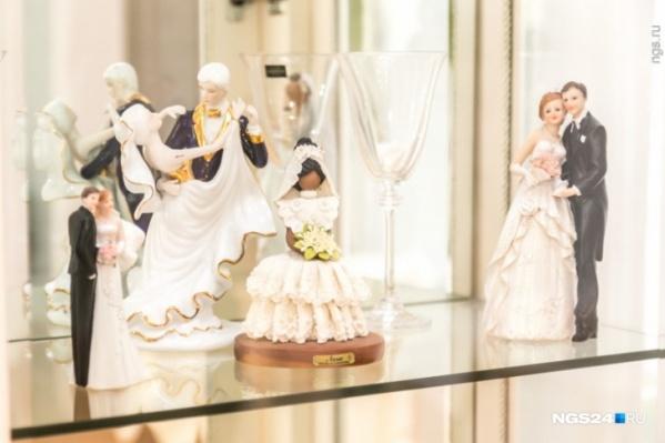 Желающих вступить в брак стало меньше, как и тех, кто подал на развод