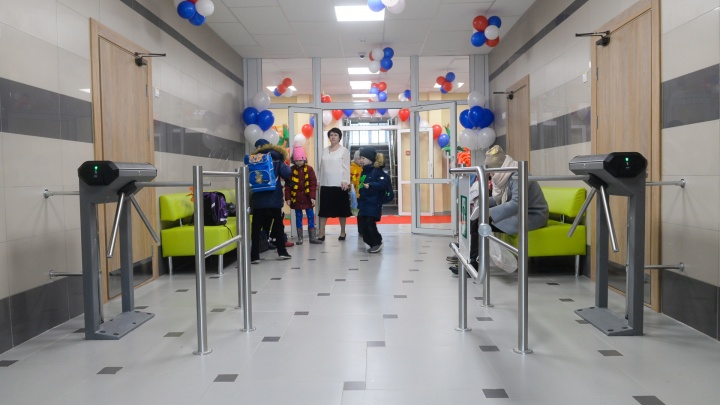 Физкультура будет в Zoom: начальные классы в Екатеринбурге вернулись в школы, но не совсем