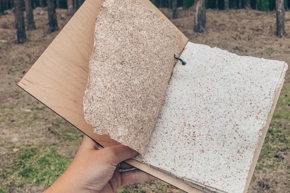 Благодаря перекиси водорода можно менять цвет бумаги из листьев