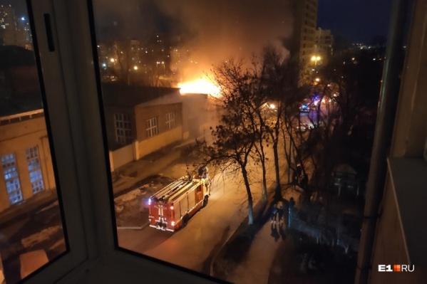 Пожар произошел на Омской около строящегося ЖК «Основа»