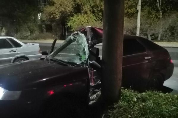 Удар пришелся в левую сторону авто