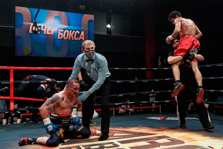 Абдуллаев оформил 6 нокдаунов и нокаут