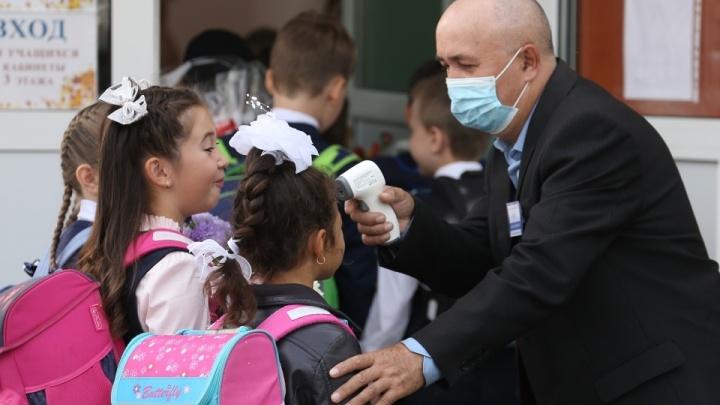 В Челябинской области коронавирусом ежедневно заболевают 5–6 школьников. Ждать ли всеобщего карантина